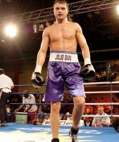Jo Jo Dan si-a pastrat centura de campion WBC Continental Americas
