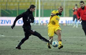 FC Vaslui si Rapi au remizat 1-1 si raman in carti pentru titlu