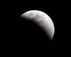 Eclipsa totala de Luna marti, vizibila partial si din Romania