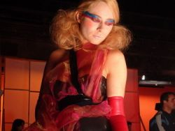 Laura Cosoi, in videoclipul trupei britanice Hurts