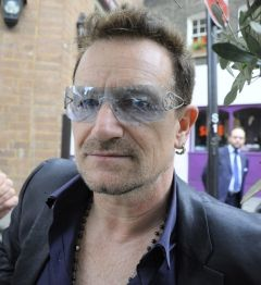 Bono detine actiuni la Facebook de peste 700 de milioane de dolari