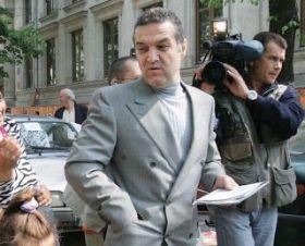 "Gigi Becali l-a desfiintat pe ""regele vagabond"" Hagi"