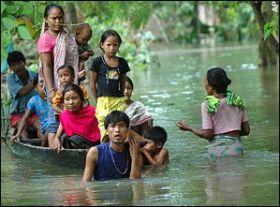 Potop in Asia. 20 de milioane de persoane evacuate si 200 de morti