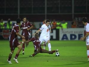 Rapid a invins Dinamo, scor 2-1, si a trecut pe primul loc in clasament