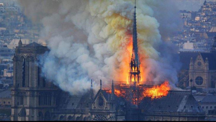 Catedrala de la Notre-Dame, distrusă